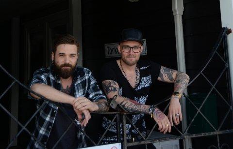 Gründerane Momchil Burmov (t.v.) og Morten Einar Weberg skal 30. september lansera eit heilt nytt produkt gjennom selskapet sitt Aid Lock AS. Dei har også to andre kameratar tilsett i firmaet, Thorleif Santiago og Martin Haga.
