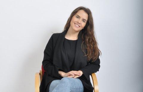 Karen Anna Kleppe (22) frå Sandvoll har nådd langt på kort tid i mediebransjen. No skal ho vidare til ein spennande jobb i innanriks-redaksjonen til TV2 i Bergen. (Foto: Hilde-Elise Førde Tislevoll).