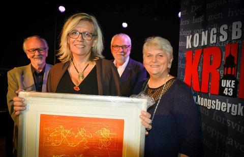 Lene Lauritsen Kjølner (foran) vant prisen for beste krimdebut i  2014. Bak står juryen, fra venstre: Arve Fretheim, Rune Larsstuvold og Åse Klundelien.