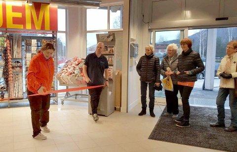 16. november åpnet matbutikken og blomsterbutikken på Vegglisenteret. Nå åpner resten.