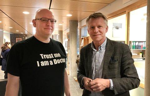 FORNØYD: Campus-ansvarlig Olaf Hallan Graven og prorektor ved Høgskolen i Sørøst-Norge, Kristian Bogen ser fram til et tettere samarbeid om å sette Kongsberg på kartet som universitetsby.