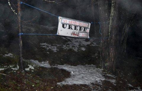 Dette banneret møtte de få som eventuelt tok turen til området rundt Persløkka Drekkedagsnatta 2020.