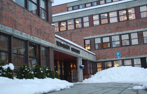 Fem kvinner og én mann har søkt på stillingen som rådgiver for helse og omsorg i Vestvågøy kommune.