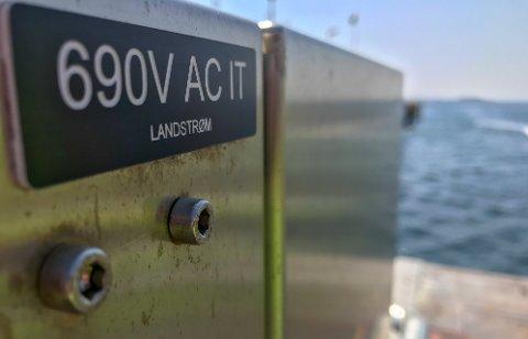 Havnesjefen mener det er store miljøgevinster å hente når skipene som legger til kai i Moss Havn kobles på landstrøm.