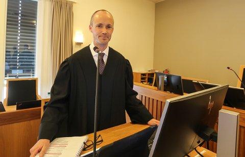HARDT UT: Advokat Ola Ø. Nisja fra Merkantilbygg rettet kraftige angrep mot Yngvar Sommerstad.