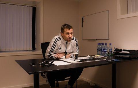 Eirik Horneland er glad i Farris. Ellers unnskylder han fargeløse vegger med at han sjeldent sitter alene på eget kontor.