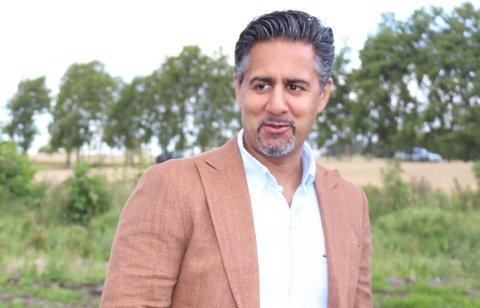 FORTSETTER: Abid Raja (V) som bor på Ekeberg fortsetter på Stortinget. Han representerer Akershus.