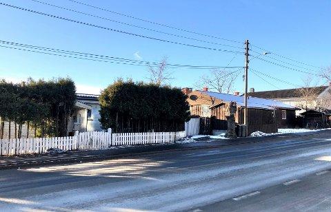 Slik ser de to boligene som skal rives ut fra Ekebergveien i dag.