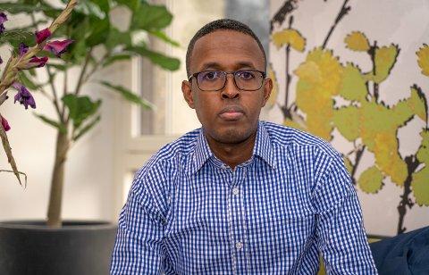 MISTENKT: Ismail Ahmed (32) er mistenkt for å ha befølt en kvinnelig passasjer. Selv nekter han for det, og reagerer på at politiet har fratatt førerkortet hans.