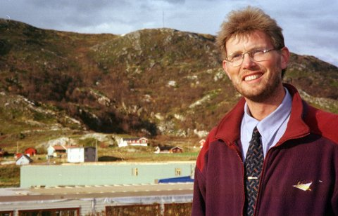 MED PARYKK: Kjell Ove Hvedings gamle look - med parykk. Bildet er tatt i 2000. Foto: Lina Livsdatter