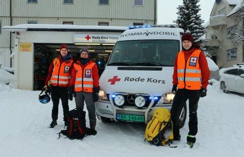 ALLTID PARAT: De frivillige mannskapene er alltid klare til å bidra i søk når skredalarmen går. Her er Julia Fieler (i midten) sammen med Ola Malnes Pettersen og Torje Graff fra Tromsø Røde Kors Hjelpekorps før fjorårets påskeutfart.