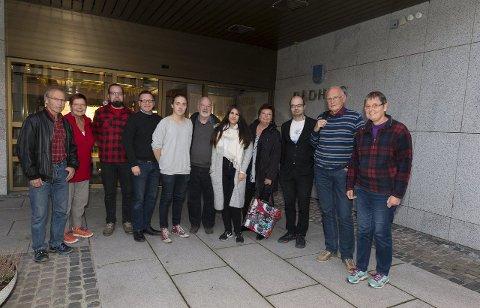 KLARE FOR FORHANDLINGER: Delegasjonene fra Arbeiderpartiet, Miljøpartiet De Grønne, Sosialistisk Venstreparti og Rødt møttes til det første forhandlingsmøtet torsdag kveld.FOTO: HENNING GULBRANDSEN