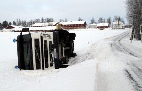 UTE AV FOKUS: En spørreundersøkelse gjennomført av Transportøkonomisk institutt, forteller at hver fjerde buss- eller lastebilsjåfør har duppet avbak rattet de siste tre månedene.
