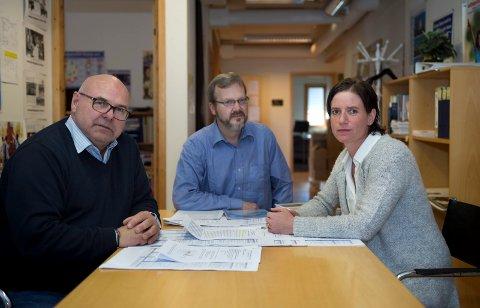 Informasjonsarbeid: Morten Lønstad (t.v), Ståle Stavrum og Elisabeth Bratås i FORUTs ledergruppe skal blant annet bruke sosiale medier og informasjonskampanjer til å sette fokus på alkohol som utviklingsproblem de to neste årene.