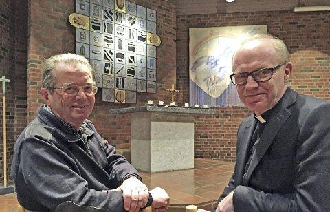 FASTEKVELDER: Karl Gervin(til venstre) inviterer til 27 fastekvelder i Ski nye kirke. Sogneprest Johannes Ulstein ser frem til det som blir en trosopplæring for voksne – i kortformat.