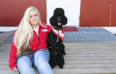 TRENGER FLERE: Christina Tovari og Fanta håper flere vil melde seg til å bli med i ressursgruppa for besøksvenn i Vestby og Ås Røde Kors.
