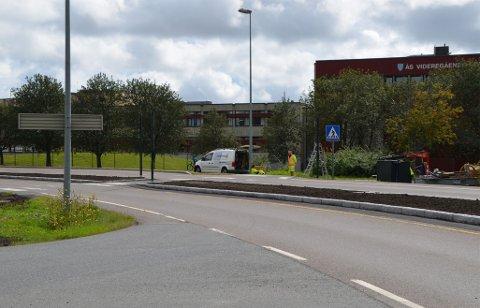 Trafikklysene skal etter planen være klare til skolestart.
