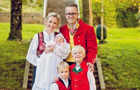 LITE FAMILIELIV: Kapellmester Øystein Lund Olafsen har en travel tid før jul. Familien hjemme på Bømlo kjenner godt til den situasjonen.