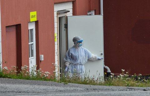 TESTING OG SPORING: Det gjennomføres nå omfattende testing og sporing i Larvik kommune. Blant her ved legevakt 2.
