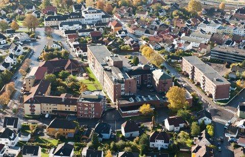 HELSEKVARTALET: Her skal Helsekvartalet til Larvik kommune etableres. Nå søkes det etter en prosjektutvikler.