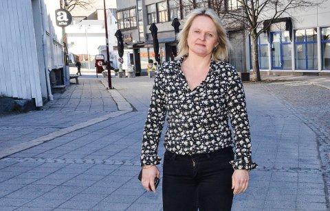 HÅPER PÅ LETTELSER: Assisterende kommunedirektør Ingvild Aartun sier hun håper at det kan bli lettelser i tiltakene i Larvik snart. - Vi føler for alle som rammes hardt av tiltakene, og derfor er det vanskelige avgjørelser vi må ta, sier hun.