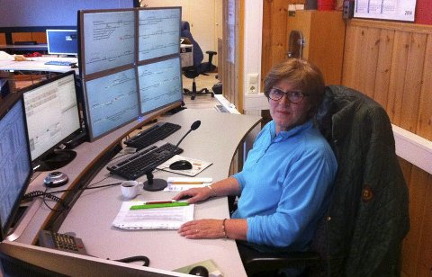 PÅ JOBB: Irene har i alle år fulgt med på all togtrafikken og gitt god informasjon ut til de reisende og til kollegaer.