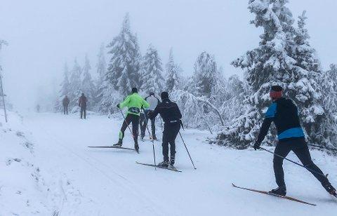 FULL VINTER: Ruskåsvegen er vinterstengt for biltrafikk og den første skiløypa som kjøres opp når snøen legger seg på Budor.