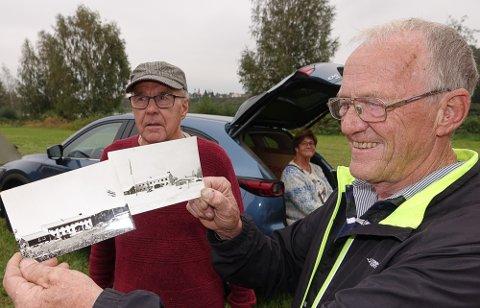 KORT ER ETTERTRAKTET: Oddvar Flobergsundet, til høyre, studerer kort av Myrvoldheimen. – Lokale kort er alltid ettertraktet, sier selger Harald Nordvang.
