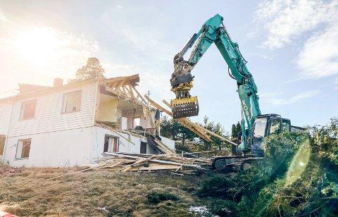 REVET: Huset som sto der er revet, nå kan de komme videre.