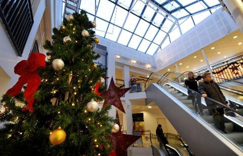Handelsstandens jul: Når jeg tenker tilbake på hvordan folk flest feiret jula i min oppvekst, så var de temmelig moderate i forhold til hva vi bruker av penger på julefeiring i dag, skriver Martin Kildal. Illustrasjonsfoto
