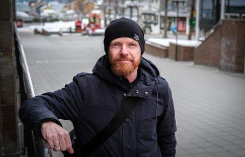 Stein Feragen, fagansvarlig for LAR ved Helgelanddsykehuset, sier stoffmangelen i Rana kan øke faren for overdose på tyngre stoffer.