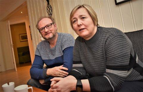 EVIGVARENDE: – Å miste et barn er et evigvarende prosjekt, sier Knut Røsrud og Bente Langvik Olsen. De har nå engasjert seg i det nye fylkeslaget for foreningen «Vi som har et barn for lite».