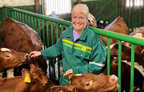 INVESTERINGSORDNING: Elisabeth Gjems, leder i Innlandet Bondelag, mener den nye investeringsordningen vil bidra til å redde flere mindre og mellomstore storfe- og melkebruk fra nedleggelse.