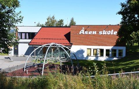 NYTT FORSLAG: Rådmann Jørn Strand foreslår nå å beholde Åsen skole (bildet) og Messenlia skole.