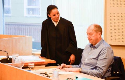 SIVILSAK: Styreleder i Anders Berg Eiendom, Egil Berg, og advokat Nanna Christensen i Ringerike tingrett i sivilsaken om tolkning av leieavtalen i Osloveien.