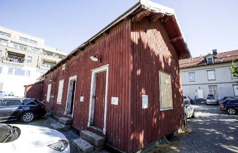 Et knapt politisk flertall i Skedsmo gikk inn for å rive uthuset i Kirkegata 2, som er en del av det historiske miljøet i byen. Det har vært både stall og utedo i uthuset.