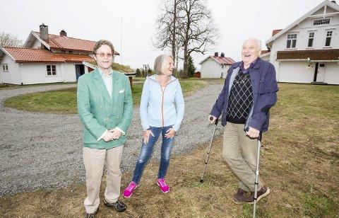 Haaken Erik Mathiesen, Marit Rønning og Bosse Tangen minnes gamle Tømte-historier.