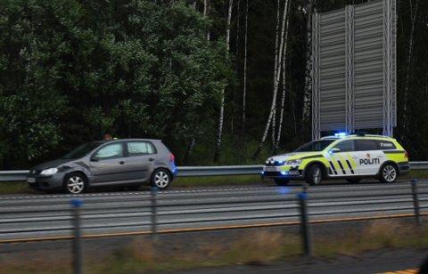 SKADER: Dette er bilen til gjerningsmannen som kjørte inn i flere andre biler på E6 mellom Skedsmovollen og Hvam.