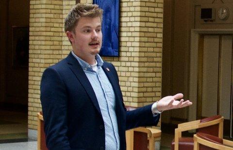 KRITISK: Rikard Knutsen (Frp) var meget kritisk til økonomistyringen i Røyken kirkelige fellesråd og ønsker seg en bedre oversikt over hvilke oppgaver kirken skal utføre.Arkivfoto