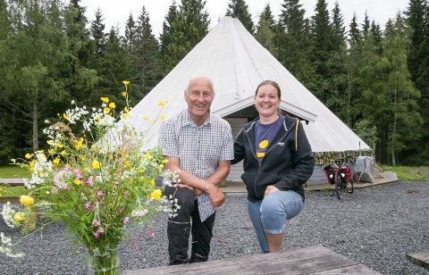KLAR TIL DYST: Bjørn Lindvik og Solveig Pfeiffer er klare for ferieinnrykk denne uka. – Det var fulltegnet til sommerleir allerede før vi fikk annonsert, sier de.