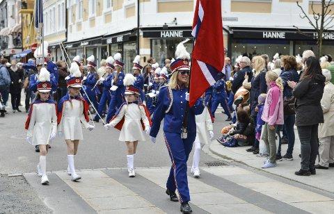 Går i gang våren: Mange bruker å ta tur til byen for å se korpsene i aksjon. Her Store Bergan skolekorps under fjorårets vårparade. foto: Carina Log Borge