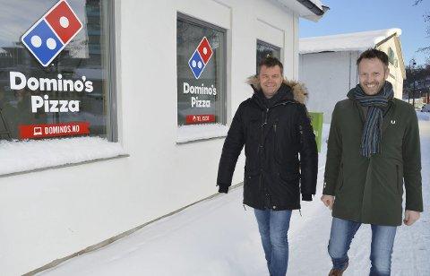 SNART ETT ÅRS DRIFT: Domino's pizza i Sandefjord åpnet på nyåret i fjor. Rolf Stavnem (t.v.) og Anders Aasen har bygget opp Domino's-konseptet i Vestfold og Telemark. I Vestfold har Domino's pizza også utsalg i Larvik.