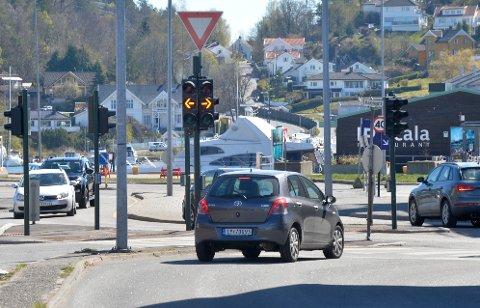 LYSKRYSS: Her i det lysregulerte krysset mellom Museumsgata og Tollbugata blinker det kun gult.