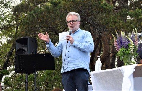 MINNESAMVÆR: Initiativtaker og leder Svein-Tony Gårdsø var begeistret for tilslutning og gjennomføring av minnesamværet. FOTO: Norvald Fuglestrand