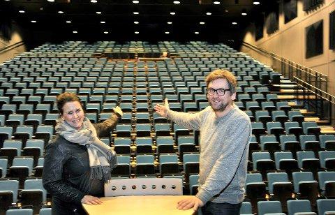 Ber inn til fest: Halvor Titlestad, prosjektleder ved Sarpsborg scene, og Therese Thorbjørnsen,  leder kultur og oppvekst.