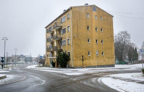 Ole Mokastet vil heller ha en parkmessig innkjøring til byen enn en nye blokk der hvor Søsterboligen ligger i dag. (Foto: Johnny Helgesen)