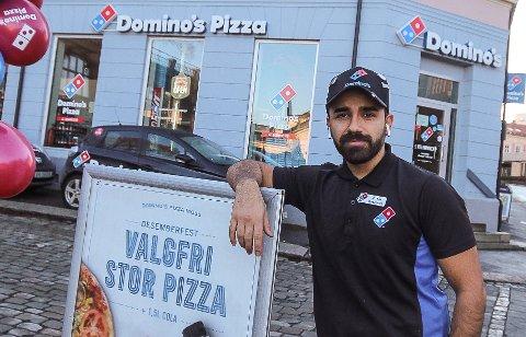 """STOLT: Keywan Ahmadi er stolt over å kunne være eier av Domino""""s Moss. I fjor overtok han virksomheten, etter å ha vært ansatt de tre foregående årene."""
