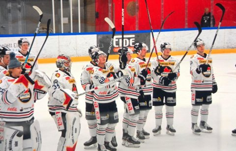 Sparta-spillerne kunne til slutt juble for 4-1-seier mot Grüner i Oslo lørdag. (Foto: Mats Duan)