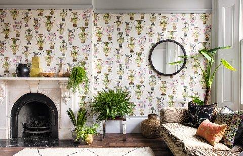 Med tapet på veggen kan du virkelig leke deg og skape en personlig stue.