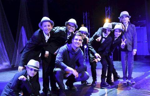 Ren guttegruppe: Guttene ser opp til Magnus Rande.